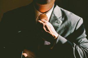 מדוע כולם מכבדים אנשי מקצוע אך אינם מחבבים תאגידים