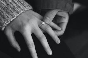 Read more about the article טעויות להימנע מהן בעת קניות טבעות אירוסין