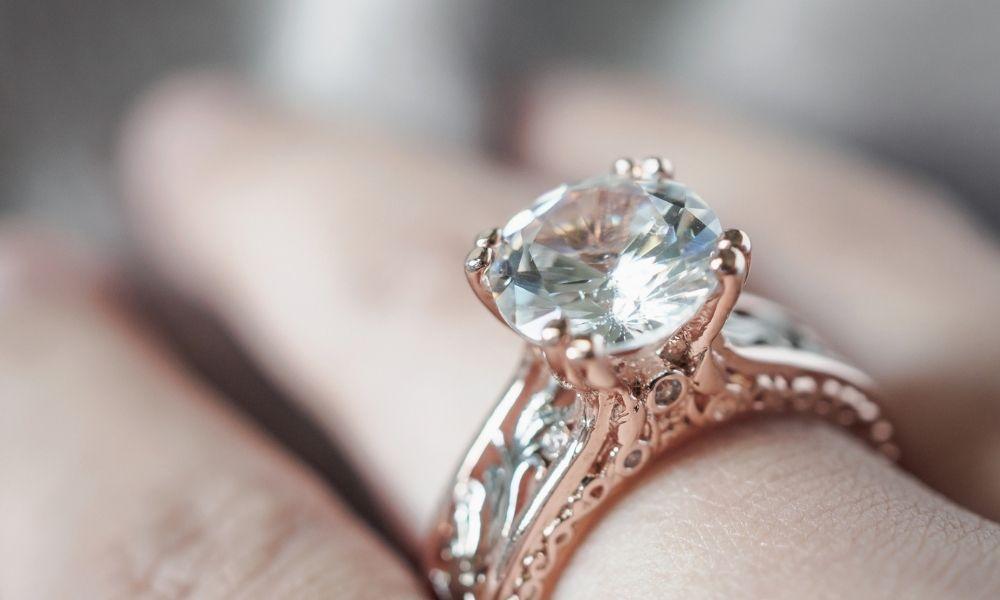 You are currently viewing האם יהלומים בחיתוך אובל יקרים יותר?